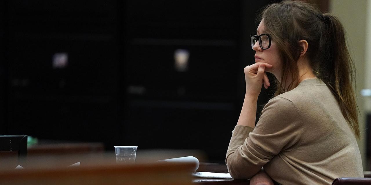 Anna Sorokin, besser bekannt als Anna Delvey, im Gerichtssaal