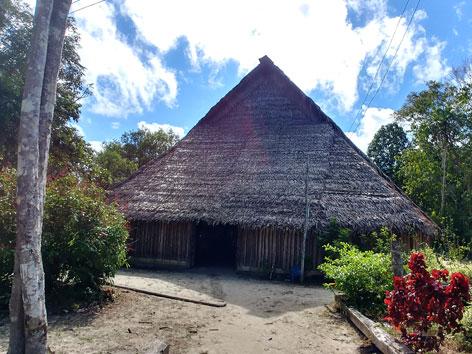 Eine Maloka, ein ein spirituelles Zentrum in Kolumbien, in dem Rituale zur Heilung und Unterweisungen in der Tradition durchgeführt werden