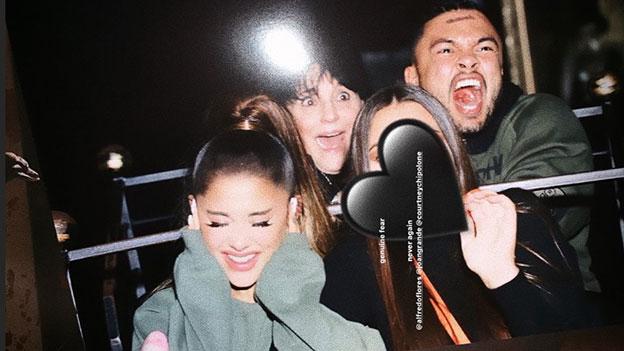 Ariana Grande mit ihrer Mutter und zwei Freunden in der Geisterbahn im Wiener Prater