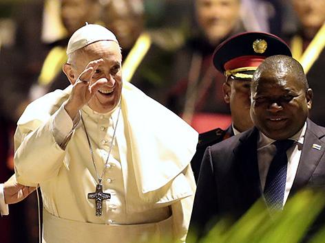 Papst Franziskus mit dem Präsidenten von Mosambik, Filipe Nyusi, in Maputo