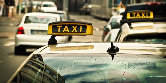 Taxi Schild Autos