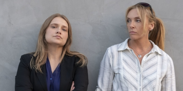 "Toni Collette und Merrit Weaver in ""Unbelievable"""