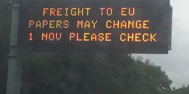 """Leuchttafel auf der Autobahn: """"Papers may change"""""""