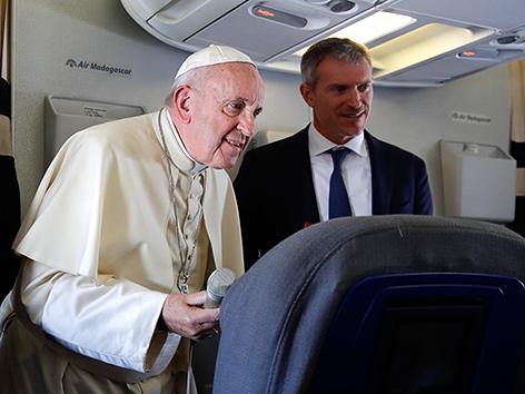 Papst Franziskus auf dem Heimflug von seiner Afrikareise