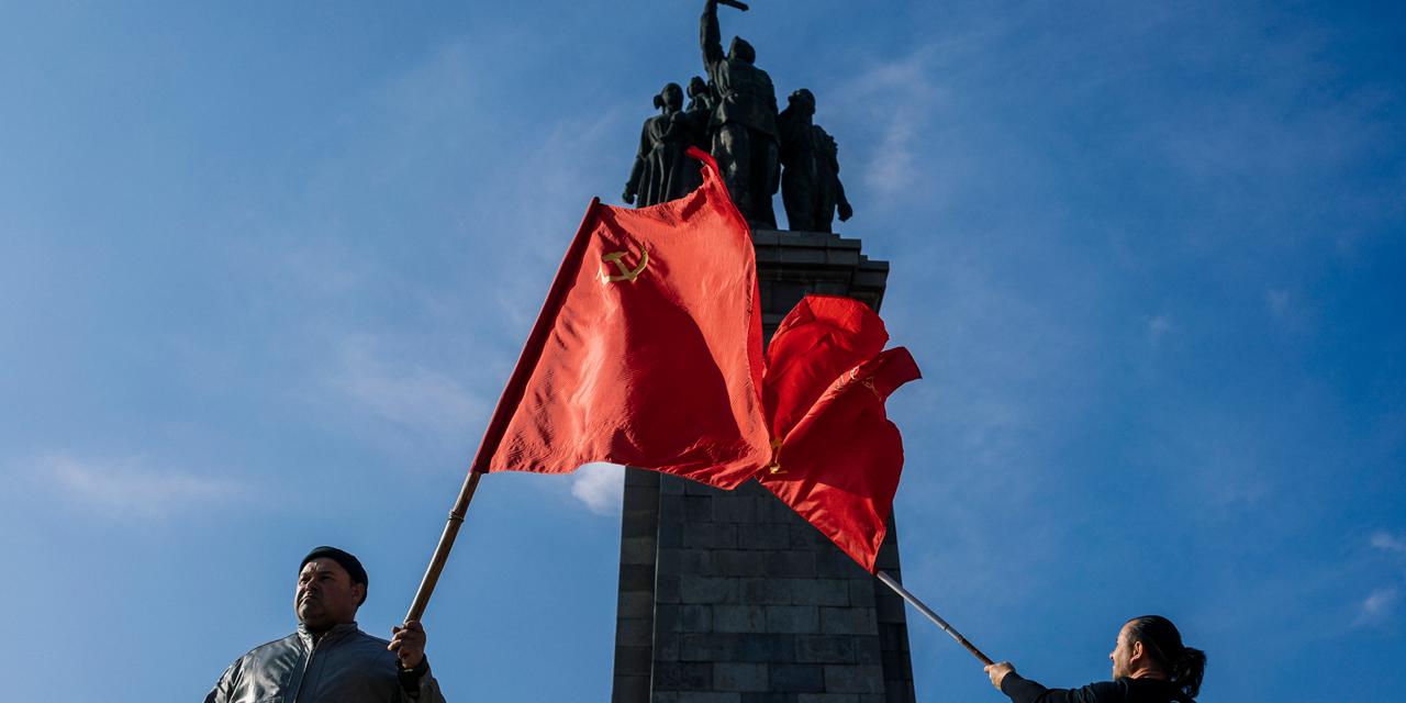 Ein Foto von einer Sowjet-Statue in Sofia