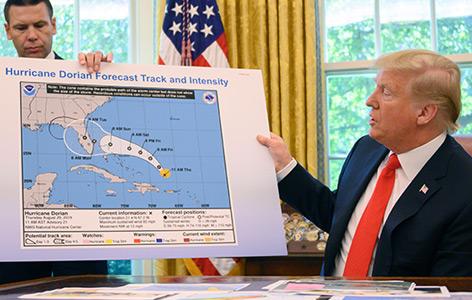 Präsident Trump und die Karte zu Hurrikan Dorian