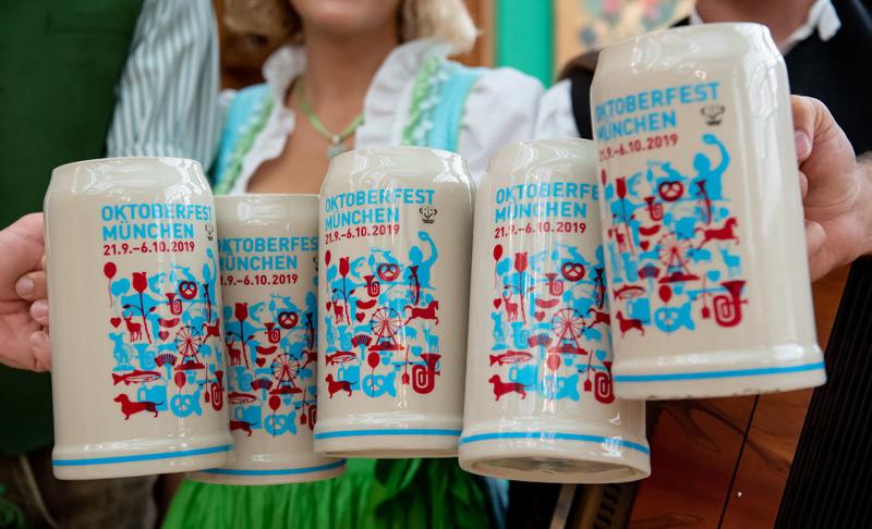 Bierkrüge am Münchner Oktoberfest 2019