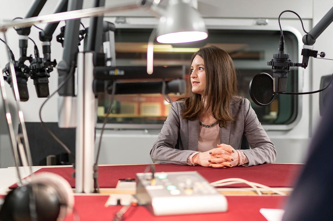 Julia Ebner im Ö1 Studio