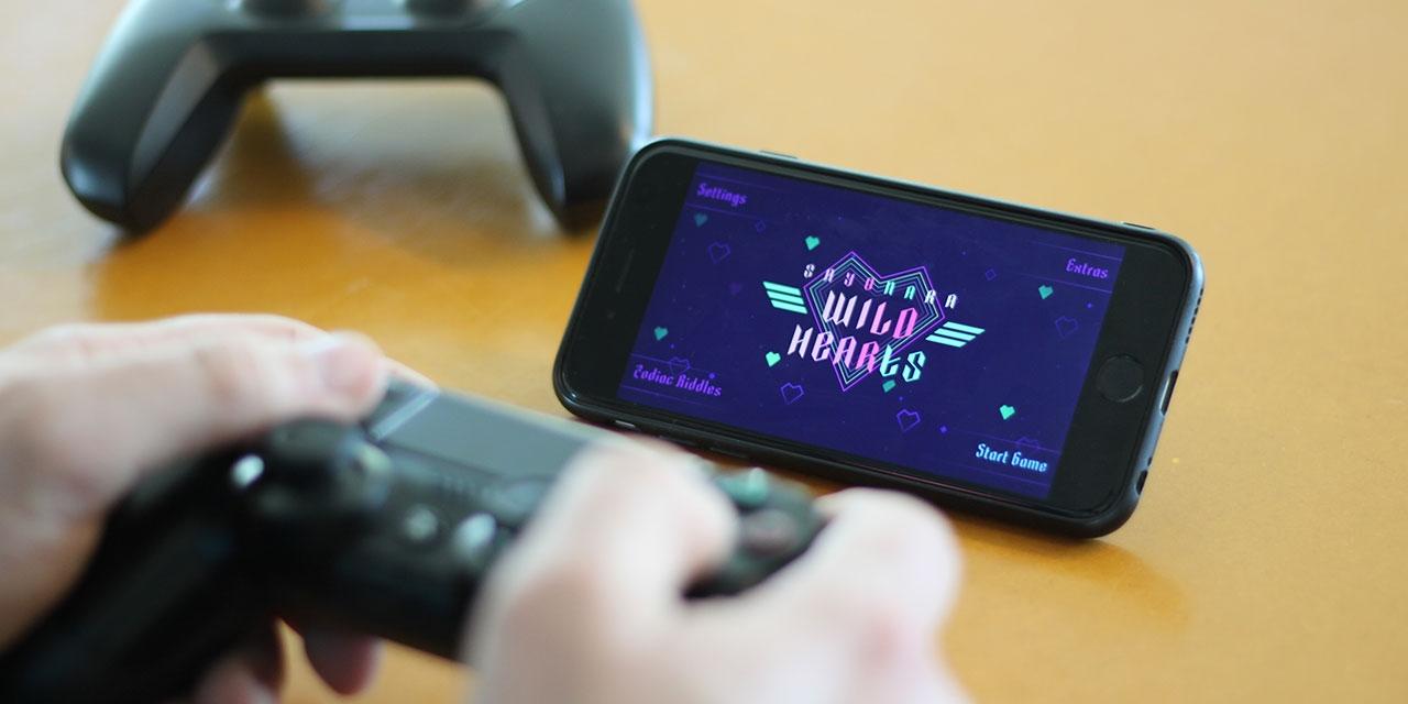Handy, das mit dem Controller gekoppelt wird und als Bildschirm dient