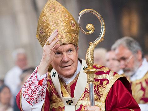 Kardinal Schönborn im Bischofsgewand