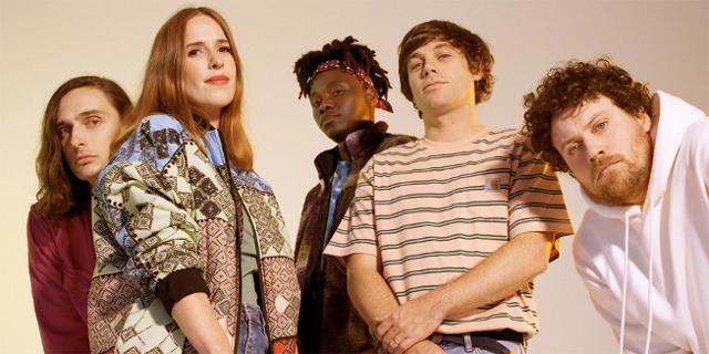 Die fünf Mitglieder der Band Metronomy