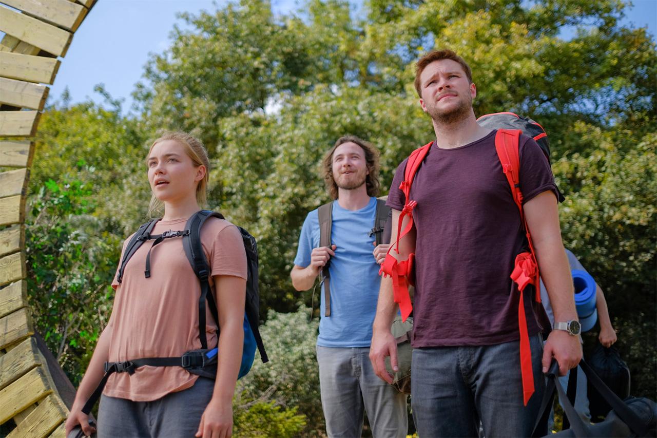 Vier Personen mit Rucksäcken