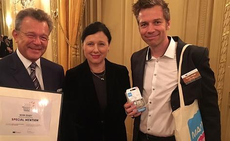 Peter Röhrig (MAM), Vera Jourova (EU-Kommission), Hannes Thaler (MAM) bei der Preisverleihung