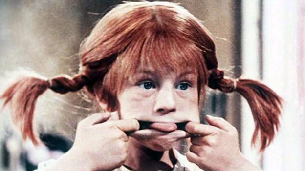 Pippi Langstrumpf streckt die Zunge raus