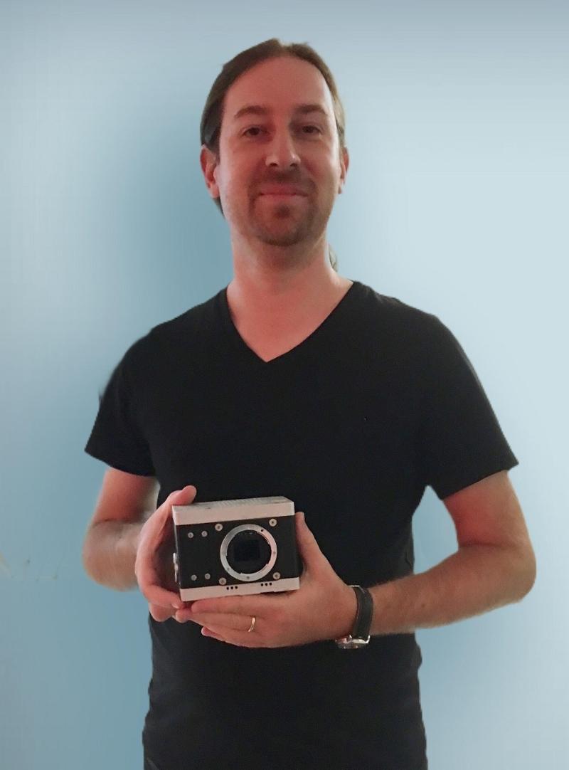 Sebastian Pichelhofer mit Axiom-Kamera
