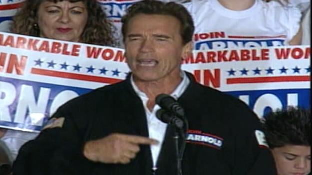 Arnold Schwarzenegger nach seiner Wahl zum Gouverneur von Kalifornien