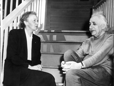 Albert Einstein und Irene Joliot Pierre und Marie Curie mit Tchter Irene