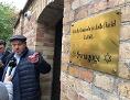 Sachsen-Anhalt, Halle: Max Privorozki, der Vorsitzende der Jüdischen Gemeinde zu Halle, vor der Synagoge nach dem Anschlag