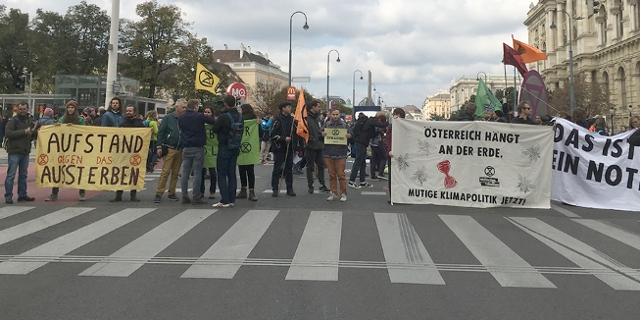 Straßenblockade vor dem Museumsquartier