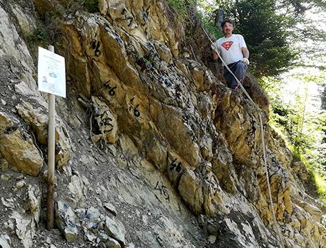 Paläontologe Alexander Lukeneder an der Fundstelle des Pliosaurier-Zahnes