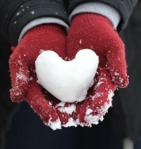 rote Wollhandschuhe, Schneeherz