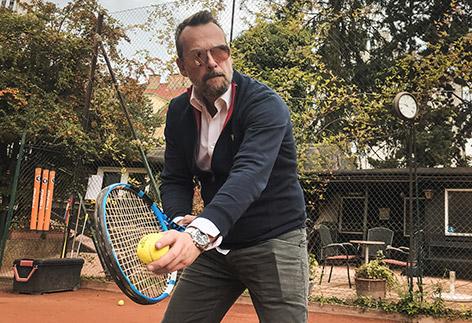 Robert Kratky übt Tennis