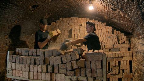 Stein für Stein zum Weltunternehmen - Wienerberger und die Ziegelproduktion in Österreich