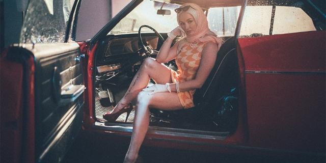 Hunney Pimp im Auto