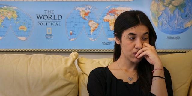 Nadia Murad sitzt im UNODC Büro und bereitet sich auf eine Rede vor den Vereinten Nationen vor.