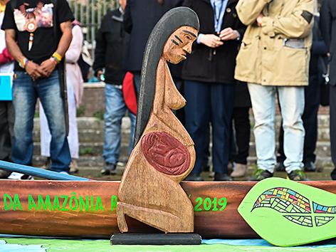 Holzstatue aus dem Amazonas-Gebiet im Vatikan