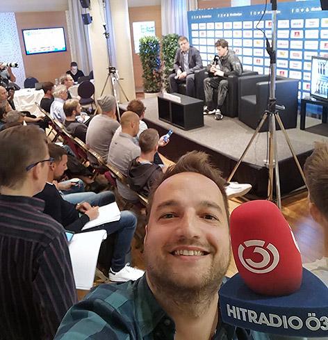 Ö3-Reporter Daniel Kulovits bei Dominic Thiems Pressekonferenz
