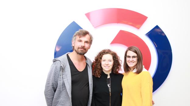 Thomas Kamenar mit den beiden Autorinnen