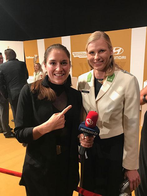 Ö3-Reporterin Veronika Kratochwil mit Verena Preiner