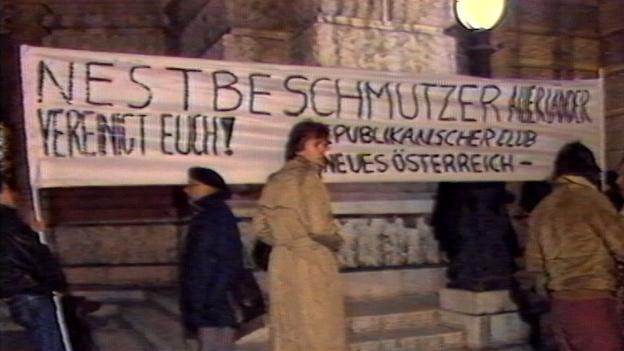 Eklat vor dem Burgtheater nach Bernhard's Heldenplatz