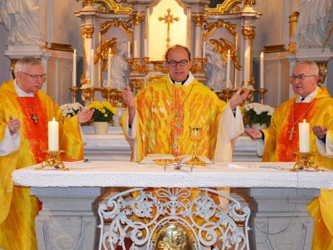 Messe mit Militärbischof Werner Freistetter, Diözesanbischof Hermann Glettler, Weihbischof Anton Leichtfried