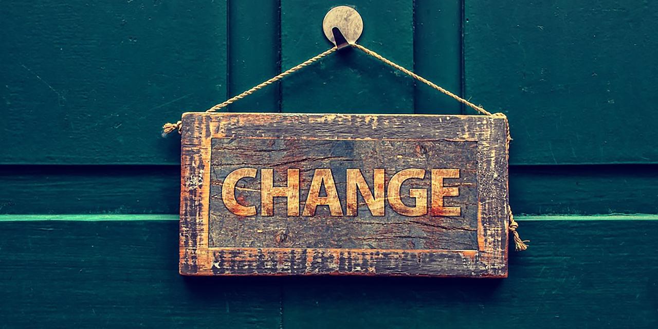 """Ein Schild mit der Aufschrift """"Change"""""""