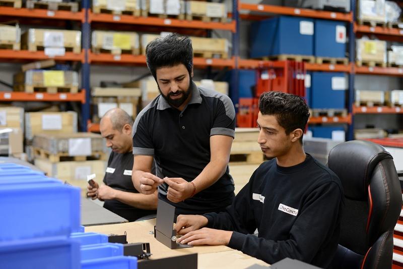 Menschen arbeiten in einem Mittelständischen Betrieb