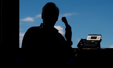 Telefonbetrüger am Werk (Symbolbild)