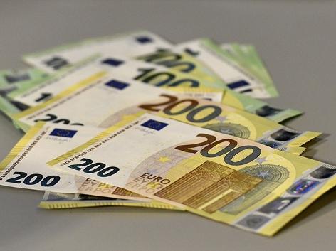 100er und 200er Euro-Banknoten Geld