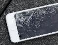 Handy mit zerbrochenem Display