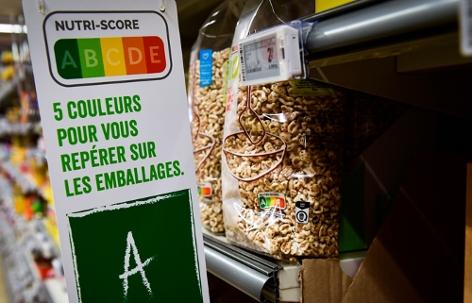Hinweis auf Nutri-Score in einem belgischen Supermarkt