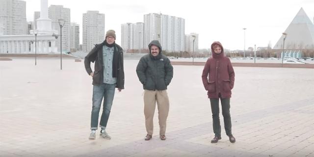 Viech auf einem Platz in der Nur-Sultan, es ist kalt