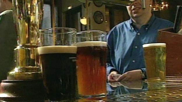 Sperrstunde in britischen Pubs gefallen