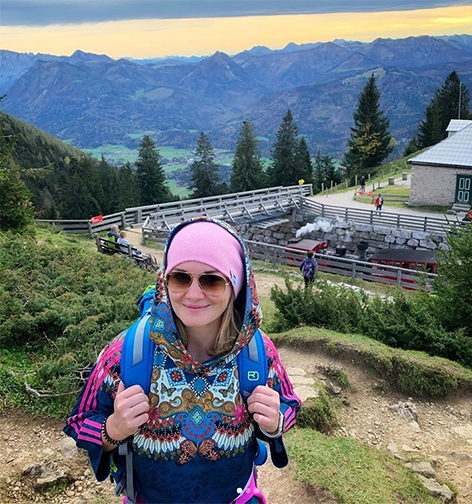 Gabi Hiller beim Wandern im Salzkammergut