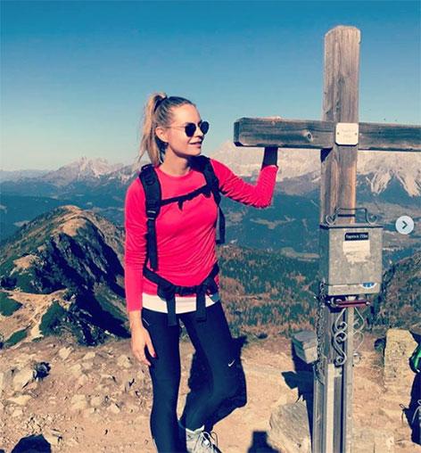 Verena Kicker auf einem Berggipfel