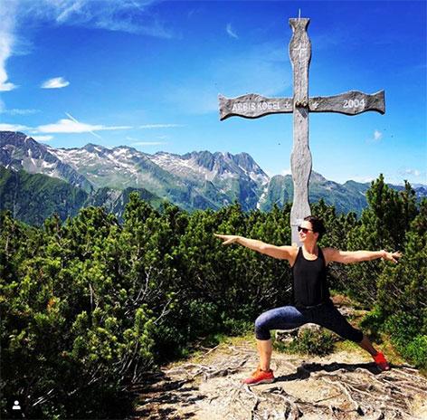 Sandra König beim Yoga