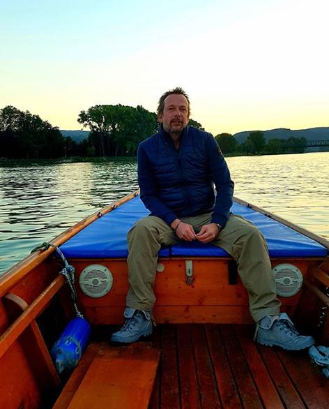 Robert Kratky auf seinem Boot