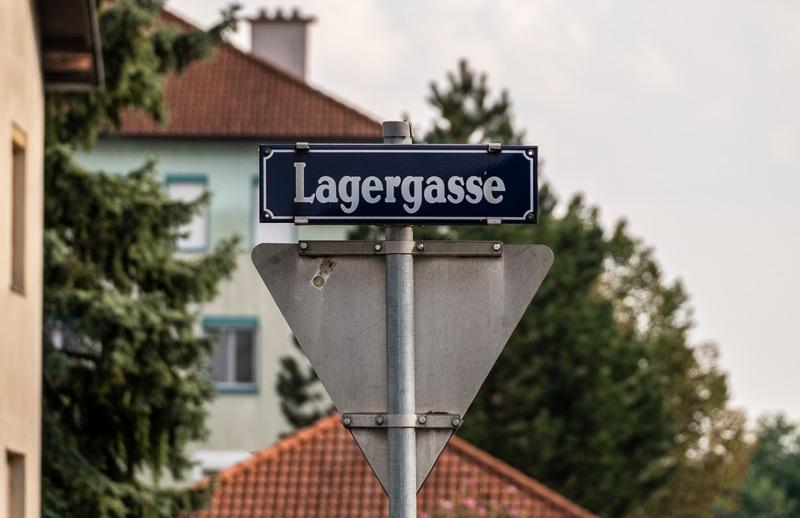 """Die """"Lagerstraße"""" in Laa/Thaya trägt ihren Namen seit der NS-Zeit."""