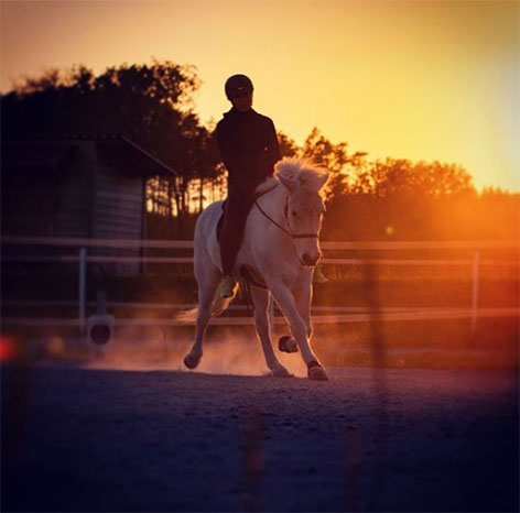 Christina Pausch auf einem Pferd