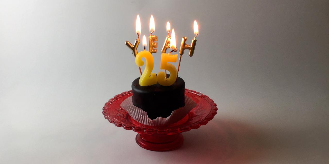 Geburtstagstorte mit Ke rzen 25 yeah